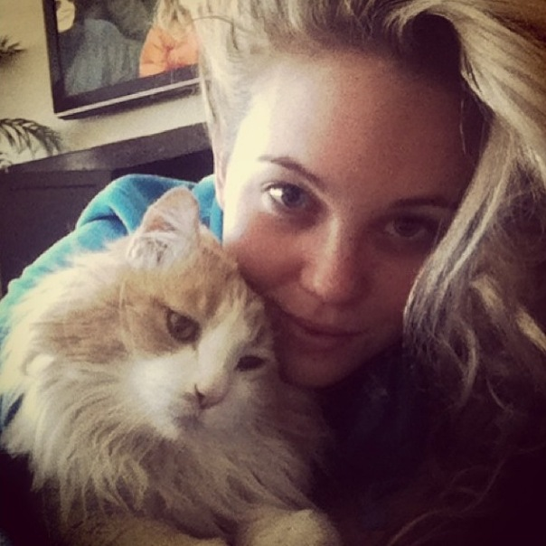 Big Brother 2013 Spoilers – Aaryn Gries with cat